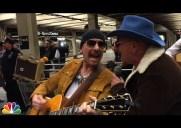 まさかのサプライズ!U2が地下鉄駅構内でゲリラライブを敢行!