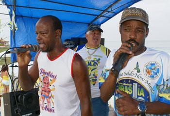 Lucas e pilão, os puxadores dos sambas. Foto: Edimilson Soares.
