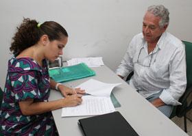 A prefeita Franciane assinando o protocolo de intenções com a empresa Tecnosteel que vai gerar cerca de 150 empregos em Saquarema