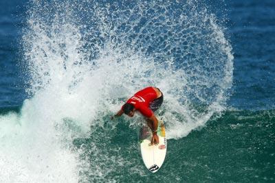 O campeão do WQS, Willian Cardoso, no Maracanã do Surfe, que também consagrou Renato Coutinho e Carlos Caxot, campeões do Master Cup e Yuri Sodré, campeão da 4ª etapa do estadual de surfe do RJ. Foto: Daniel Smorigo.