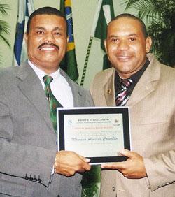 O ex-vereador Papai Noel homenageado com Honra ao Mérito pelo amigo e vereador Kinho.