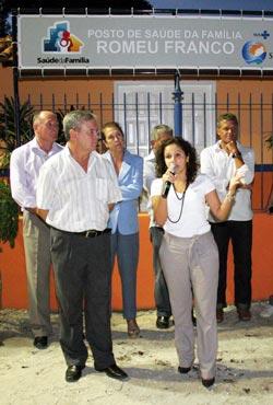 A prefeita Franciane e o vice Dr. Amílcar na inauguração do Posto de Saúde da Família de Bonsucesso. Foto: Waldo Siqueira.