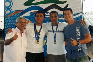 O secretário de governo Anselmo Amorim e o vereador Rafael Pinheiro na entrega das medalhas aos jovens que se destacaram.