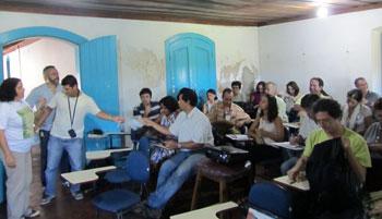 A coordenadora do Projeto Geoparques, Kátia Mansur, em reunião na Fazenda Campos Novos, em Cabo Frio, apresentando aos municípios a proposta que encaminhou a UNESCO (ONU). Foto: Monique Barcellos.