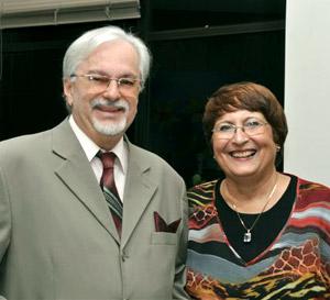 Beatriz e o maestro Ararypê Silva, parceiro, arranjador e acompanhante nas faixas que compõem o CD