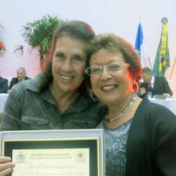 A 2ª secretária Taeta com a homenageada Edna Calheiros