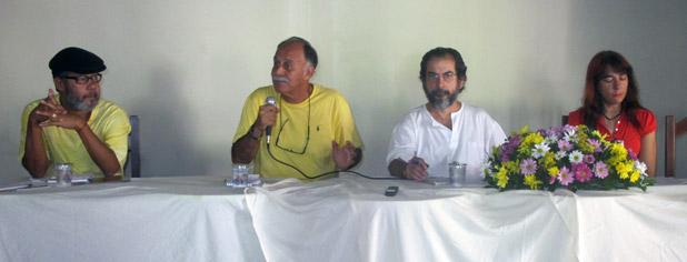 O jornalista Fernando Paulino, o deputado Paulo Ramos, o professor da UFRJ, Nilo Sérgio e a radialista Cláudia Abreu. Foto: Edimilson Soares.