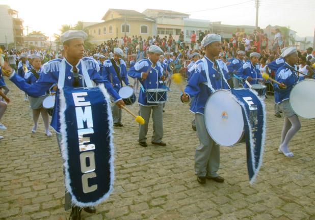 A banda estudantil encantou o público com seu ritmo e cadência bem marcados