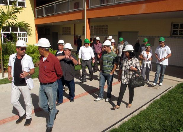 Secretários municipais, vereadores e jornalistas circularam pelos corredores, salas e pátios  e ficaram impressionados com o que viram na Escola Técnica da Barreira