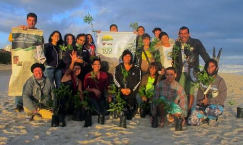 Replantio de mudas da restinga no Dia Mundial do Meio Ambiente