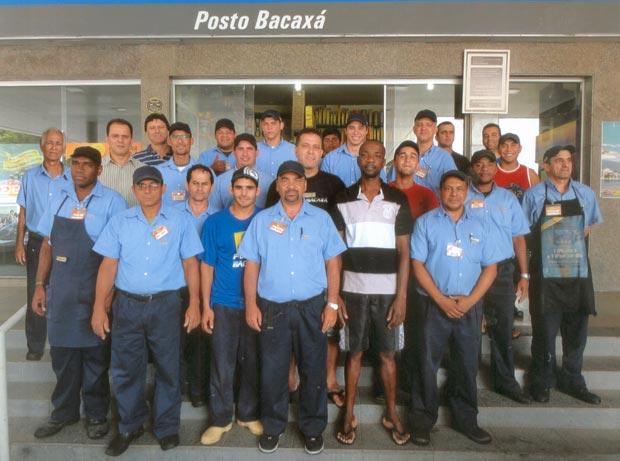 O gerente Paulo Cazagrande e equipe
