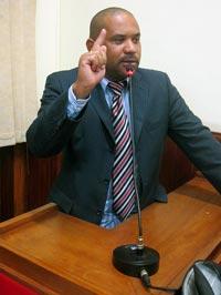 O vereador Kinho na Tribuna da Câmara. (Foto: Edimilson Soares)