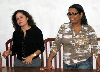 A prefeita Franciane Motta com Adriana, reunidas com as lideranças femininas comunitárias