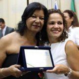 A filha da homenageada, professora Dilma, e a prefeita Franciane Motta