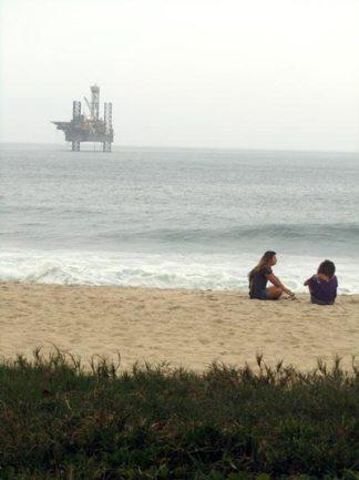 Plataforma na Praia de Jaconé. (Fotos: Dulce Tupy)