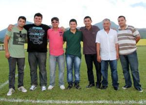 A diretoria do Sampaio Corrêa, no estádio Lourivalzão, no Tingui