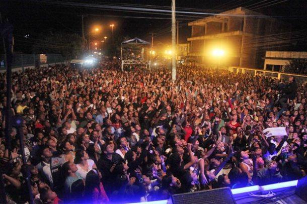 O público lotou o Calçadão de Bacaxá para um show de louvor e glória ao Senhor no 3º Canta Saquarema. (Fotos: Waldo Siqueira)