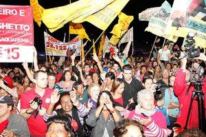 Uma verdadeira multidão lotou o Via Dubai, a antiga Arena Fest, na Avenida Saquarema, no Porto da Roça.