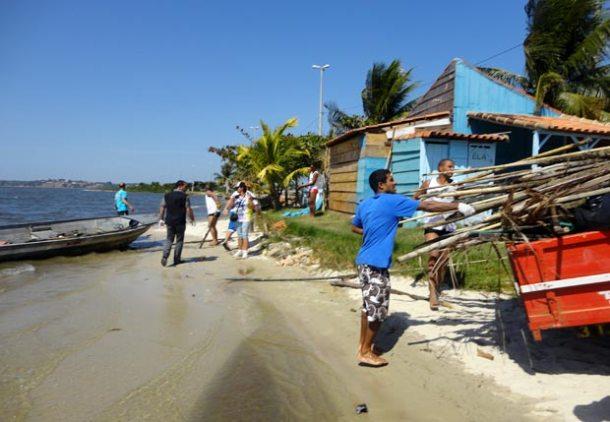 Impressionante a quantidade de madeira utilizada para pesca que foi retirada.