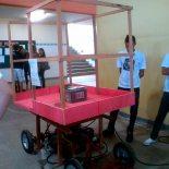 A Feira promoveu experimentos interessantes contando com a participação de alunos espalhados pelos inúmeros espaços de integração da escola. (Foto: Emilia Seyka Pyrroh)