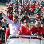 A carreata da vitória lotou a Avenida Saquarema. (Foto: Agnelo Quintela)