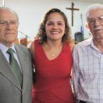 A prefeita Franciane entre os ex-prefeitos Jurandir Mello e Porphírio Azeredo