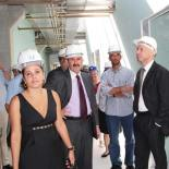 A prefeita Franciane e o deputado Paulo Melo recepcionaram o secretário de estado da Saúde, Sérgio Côrtes, que vistoriou as obras do novo hospital em Bacaxá, Saquarema. (Foto: Edimilson Soares)