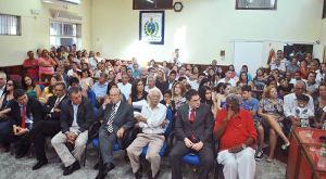 Na primeira fileira, os ex-prefeitos Dalton Borges, Antonio Peres, Jurandir Mello e Porfírio Azeredo, ao lado do procurador geral do município Dr. Fernando Neves e do presidente do PT Luizão das Flores