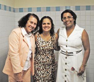 Prefeita Franciane entre as vereadoras Taéta e Adriana, força feminina na gestão pública, participando das comemorações pela data (Foto: Agnelo Quintela)