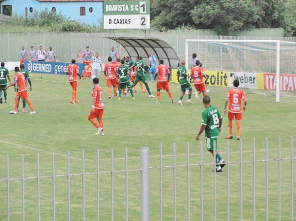 Os últimos 15 minutos da partida foram só de pressão do Boavista tentando, ao menos, um empate diante do Duque de Caxias (Foto: Paulo Lulo)