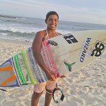 Talento local, Kayane Reis, aos 14 anos já conquistou 18 títulos e é uma das promessas do surfe nacional (Foto: Michele Maria)