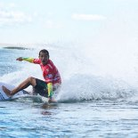 Raoni, apesar da contusão nas costas, conquistou o 3° lugar e foi o mais aplaudido na Praia de Itaúna (Smorigo/ASP)