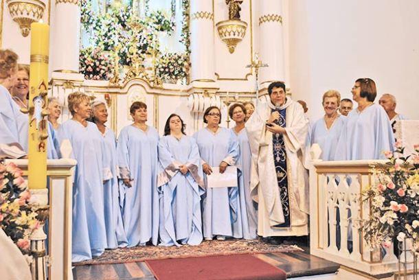 O Coral Vozes de Saquarema deu o tom na tradicional missa na Igreja Matriz, em celebração pelo dia 8 de maio