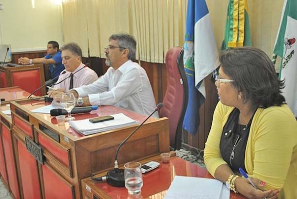 Mesa que dirigiu o trabalho formada pelos vereadores Chico Peres,  Paulo Renato e Adriana de Vander (Agnelo Quintela)