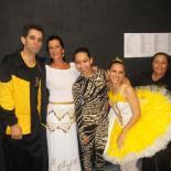 Rita Daumas, à direita, com bailarinos que representaram a Daed (Foto: Divulgação)