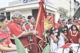 Festa do Divino, marco histórico da religiosidade católica, lota o Centro da cidade, onde os fiéis fazem procissão