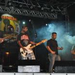 Epidemia Rock Band formada por Felipe Sodré na guitarra, Éder Dionízio no baixo, vocalista André Amorim, Claudio Felipe com a guitarra vermelha e Daniel Mathias na bateria