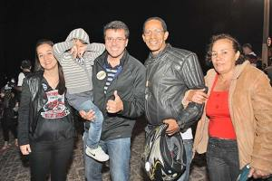 Com o filho no colo, o vereador Rodrigo Borges foi autor do projeto de lei que concedeu um terreno para a sede definitiva do Pecadores Moto Clube, em Saquarema