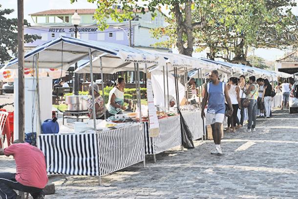 As barraquinhas com os produtos típicos (Foto: Agnelo Quintela)