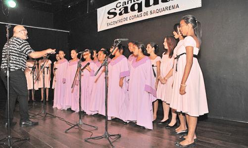 Canta Saquá lota o teatro Mário Lago