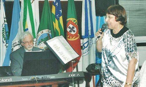 Beatriz Dutra recebe prêmio e lança CD