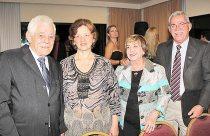 O casal Jourdan Amora, do jornal A Tribuna, de Niterói  e o casal Oscar Pires, do jornal O Debate, de Macaé (Foto: Edimilson Soares)