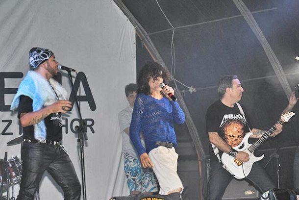 Serguei sobe ao palco com a Banda Sanctuariun (Foto: Agnelo Quintela)