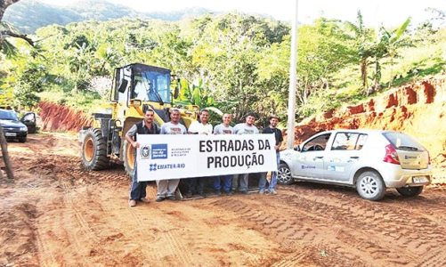 Hortas e estradas fortalecendo o município