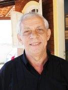O professor e escritor Victorino Aguia