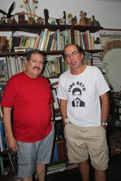 """O advogado Paulo Gomes, produtor do vídeo """"Calabouço"""", e o cineasta Carlos Pronzato, diretor de documentários e fi lmes históricos (foto: Edimilson Soares)"""