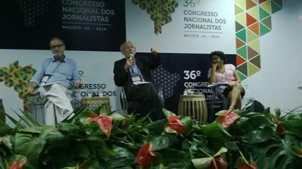 O jornalista Raimundo Pereira, editor dos jornais Opinião e Movimento, foi ovacionado (Dulce Tupy)