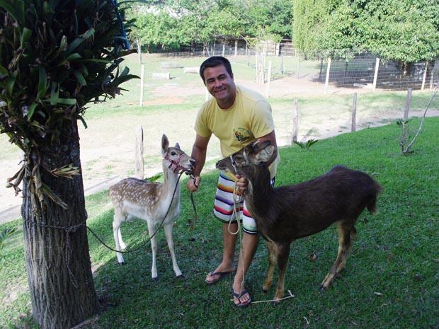 O empresário Bill trata pessoalmente dos animais ( Fotos: Guilherme Stocchero)