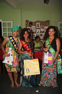 As 3 primeiras colocadas no desfile que encantou os jurados: Vereador Abraão da Melgil, jornalista Dulce Tupy, Neuza Vignoli, Luizão das Flores, Tania Mara, Margareth Ferreira e outras