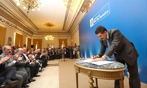 Paulo Melo toma posse como secretário de Governo